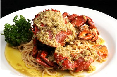 Than Long Crabs with Garlic Noodles
